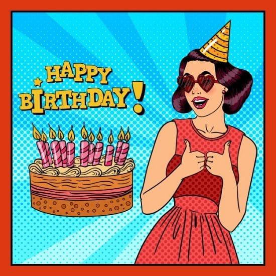 Frau mit Sonnenbrille zelebriert ihr Geburtstag