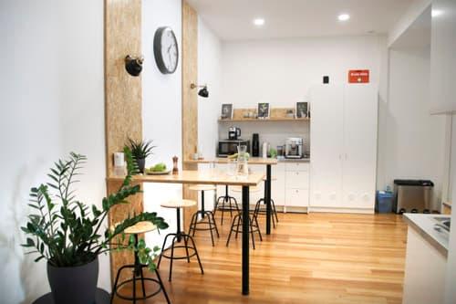 Aufenthaltsraum und Küche von Alanda